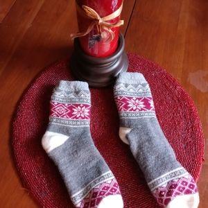 Comfy thick snowflake lounging socks